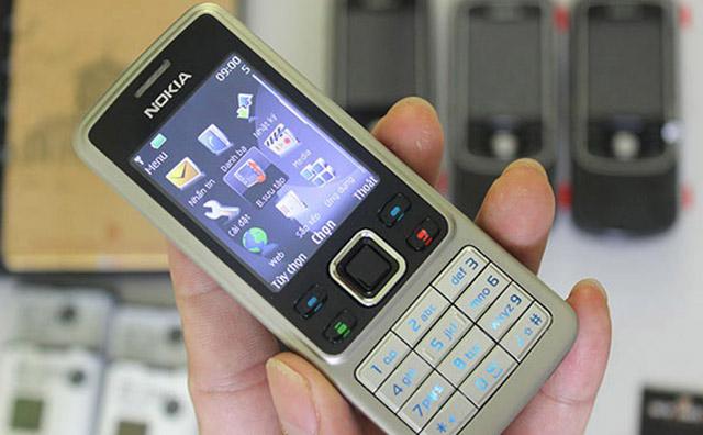 Màn hình Nokia đều 4 góc cạnh, màu sắc rõ nét